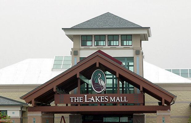 Lakes Mall - July 18 2001 - main entrance